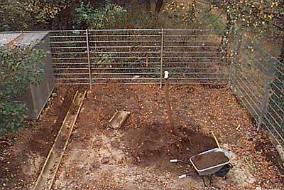 Zaun am hang errichten
